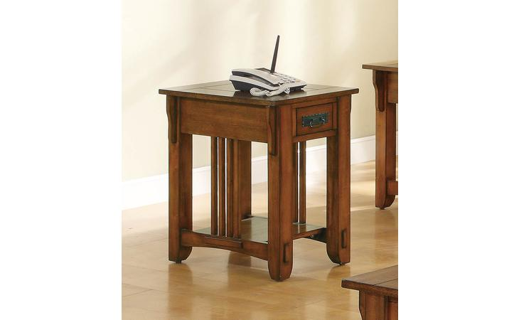 702006  OCCASIONAL TRADITIONAL OAK ACCENT TABLE